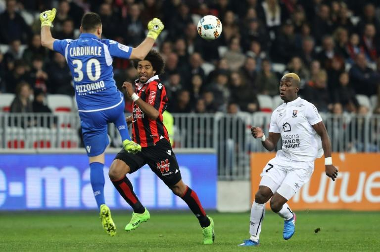 Caen's Yann Karamoh (R) scores a goal against Nice on March 10, 2017 at the Allianz Riviera stadium in Nice, southeastern France