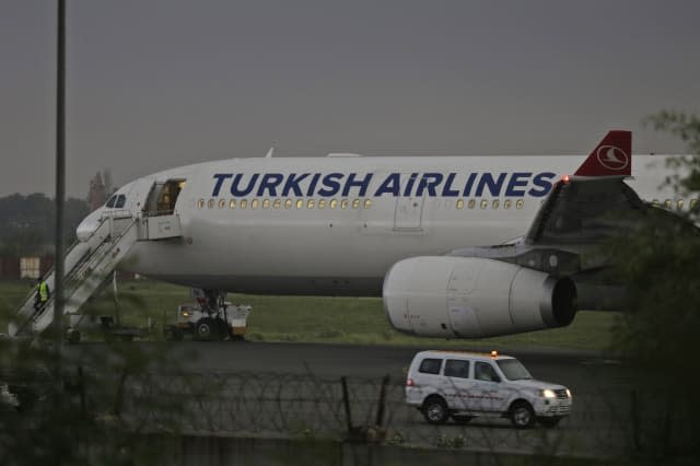 Turkish Airlines bomb threat: Passengers told to 'search own bags'