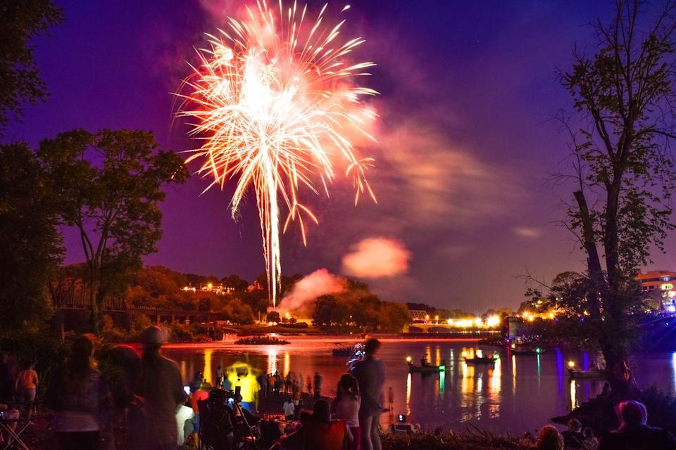 """<p>The 4th of July is a busy day in America's hospitals, and that's largely due to accidents involving home fireworks displays. According to the U.S. Consumer Product Safety Commission's Annual Fireworks Report for 2018, an estimated <a href=""""https://www.cpsc.gov/s3fs-public/Fireworks_Report_2018.pdf?5kZ4zdr9jPFyhPmeg3MoL35mGX8fB0s7"""" rel=""""nofollow noopener"""" target=""""_blank"""" data-ylk=""""slk:5,600 fireworks-related injuries were treated in U.S. hospitals"""" class=""""link rapid-noclick-resp"""">5,600 fireworks-related injuries were treated in U.S. hospitals</a> between June 22 and July 22, which is 62 percent of the total estimated fireworks-related injuries from 2018. </p>"""