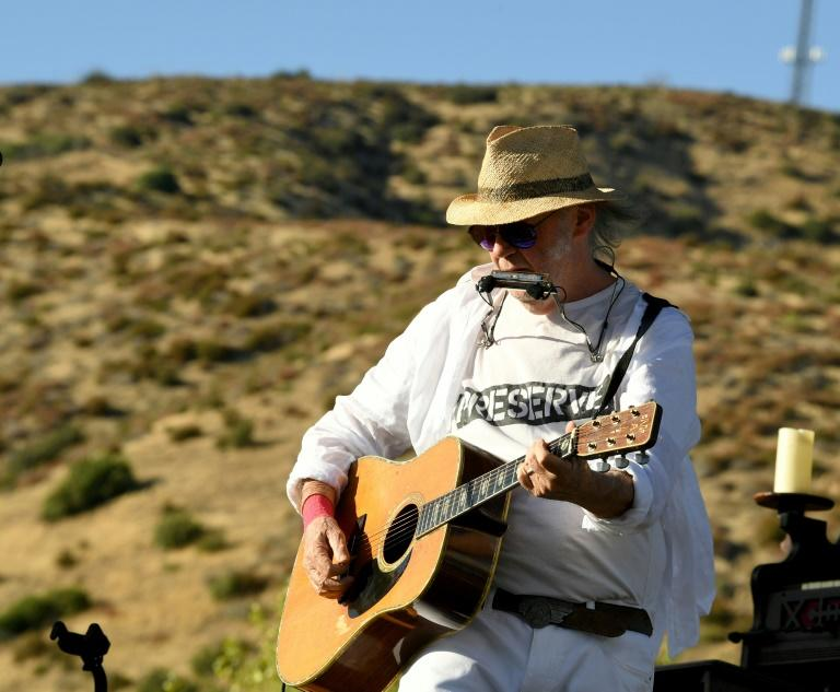 Neil Young: Trump 'A Disgrace to My Country'