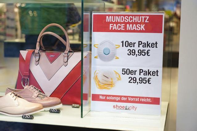 Mundschutz-Angebot in Berlin (Photo by Sean Gallup/Getty Images)