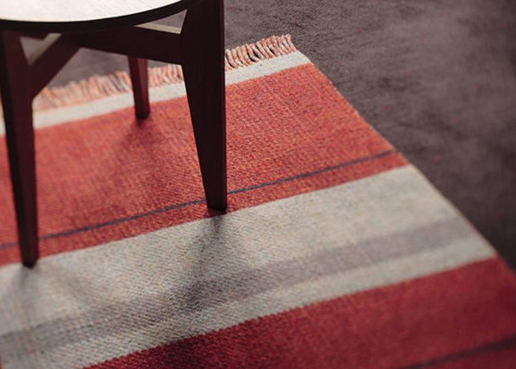 ▲The rug was carefully made by the dyeing and weaving artist Mr. Jun Tomita in his studio at the foot of Kyoto's Mt. Atago.