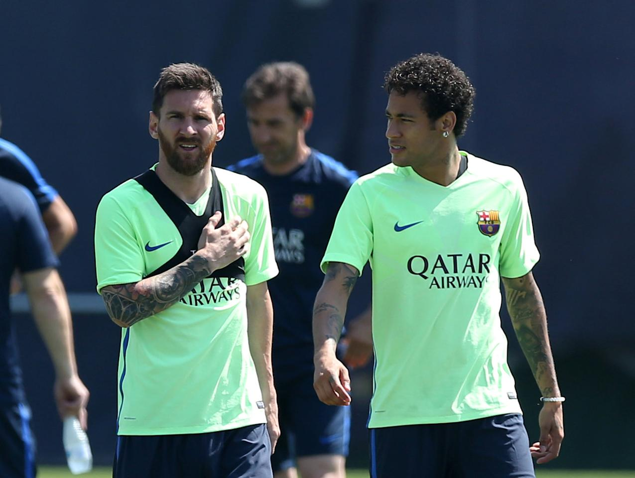 Football Soccer - Barcelona training session - Spanish King's Cup - Joan Gamper training camp, Barcelona, Spain - 26/5/17 - Barcelona's Lionel Messi and Neymar speak during a training session. REUTERS/Albert Gea
