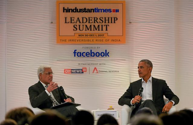 Former President America Barack Obama with Indian journalist Karan Thapar at the Hindustan Times Leadership Summit in New Delhi on Dec. 1. (Photo: Money Sharma/AFP/Getty Images)