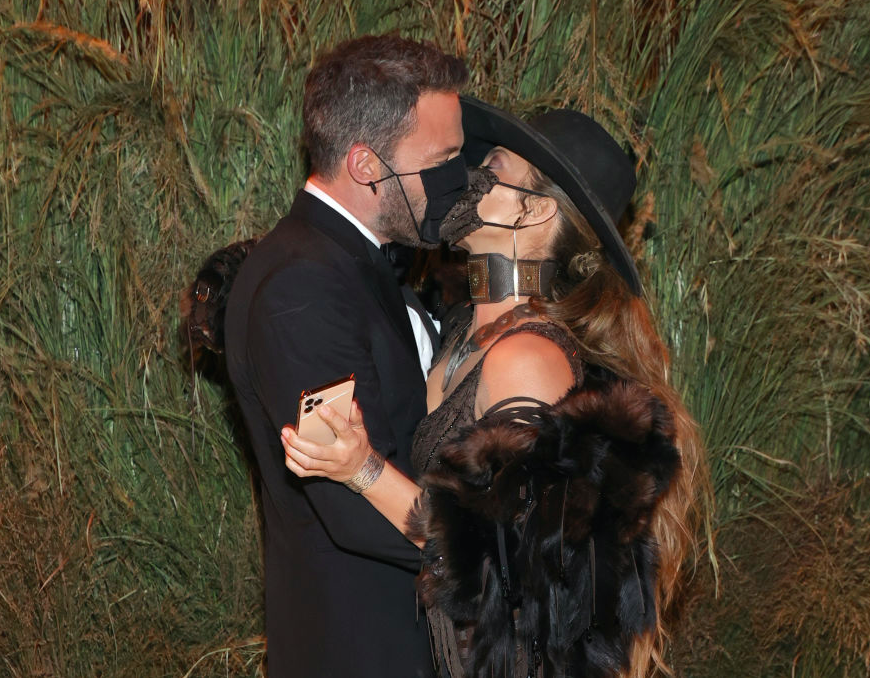 The couple put safety first before sharing a masked kiss at the Met Gala, 2021. (Getty Images)