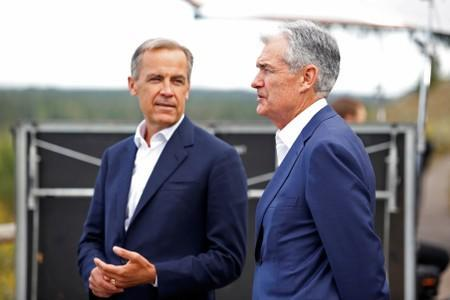 """Federal Reserve Chair Jerome Powell and Governor of the Bank of England, Mark Carney chat during the three-day """"Challenges for Monetary Policy"""" conference in Jackson Hole, Wyoming"""