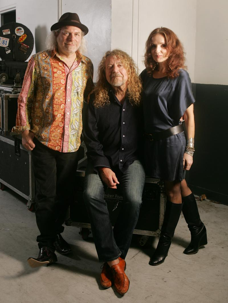 In this July 30, 2010 photo, singer Robert Plant, center, poses with Buddy Miller, left, and singer Patty Griffin before performing with Band Of Joy at Miami's Bayfront Amphitheatre. (AP Photo/Carlo Allegri)
