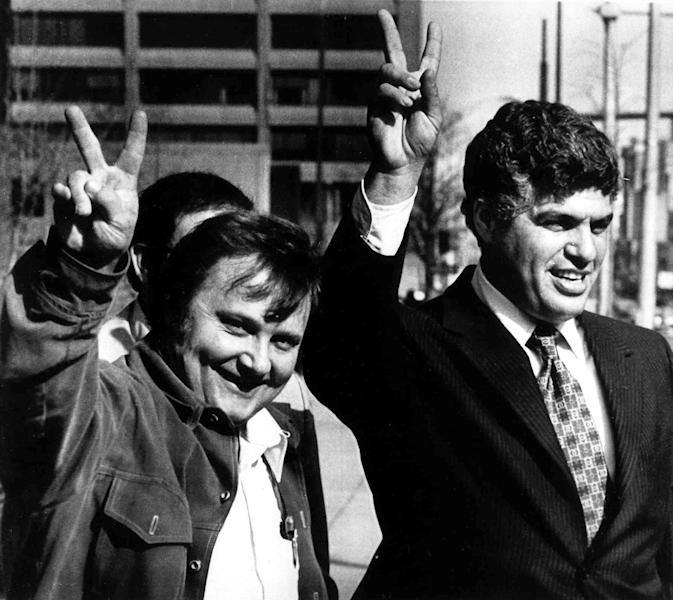 FILE - In this March 27, 1979 file photo, National League umpire Bruce Froeming, left, and umpire's union negotiator Richie Phillips flash victory signs to other umpires outside U.S. Federal Court in Philadelphia. Phillips, a hard-charging negotiator for NBA referees and Major League Baseball umpires, has died. He was 72. Phillips' death was reported by The Philadelphia Inquirer, which said he died Friday, May 31, 2013 of cardiac arrest at his second home in Cape May, N.J. (AP Photo/Rusty Kennedy, File)