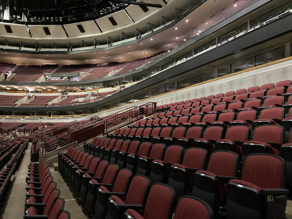 What the United Center looked like when it was empty Tuesday night. (Henry Bushnell/Yahoo Sports)