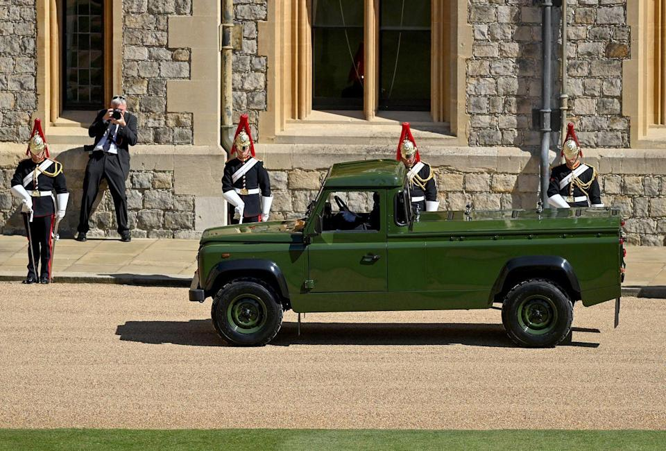 <p>The Land Rover Defence hearse arrives at Windsor Castle. </p>