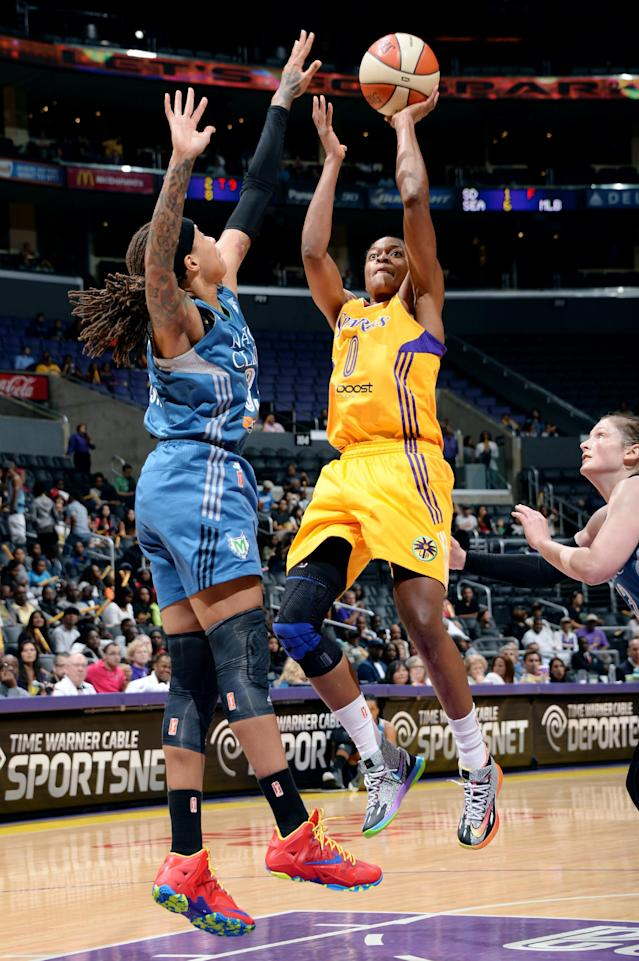 LOS ANGELES, CA - JUNE 17: Alana Beard #0 of the Los Angeles Sparks shoots against Maya Moore #23 of the Minnesota Lynx at STAPLES Center on June 17, 2014 in Los Angeles, California. (Photo by Andrew D. Bernstein/NBAE via Getty Images)