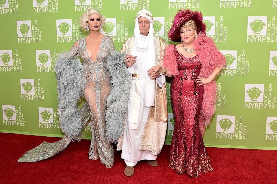 """<p>Bette Midler served classic Hollywood starlet at her 2019 """"Hulaween"""" in New York City.</p>"""