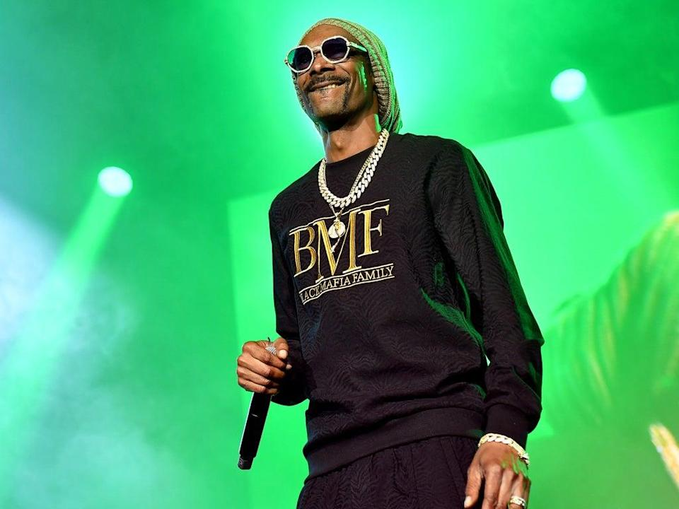 Snoop Dogg performs on 23 September 2021 in Atlanta, Georgia (Paras Griffin/Getty Images for STARZ)