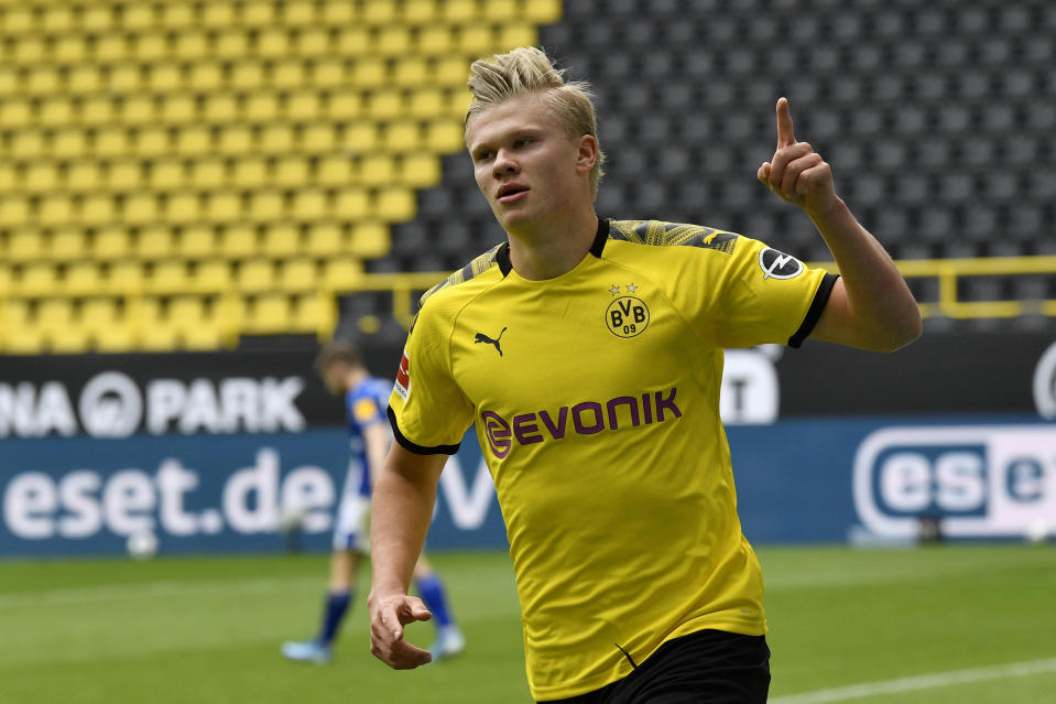 Erling Haaland scored the first Bundesliga goal since March as Borussia Dortmund topped chief rival Schalke. (Martin Meissner/Getty Images)