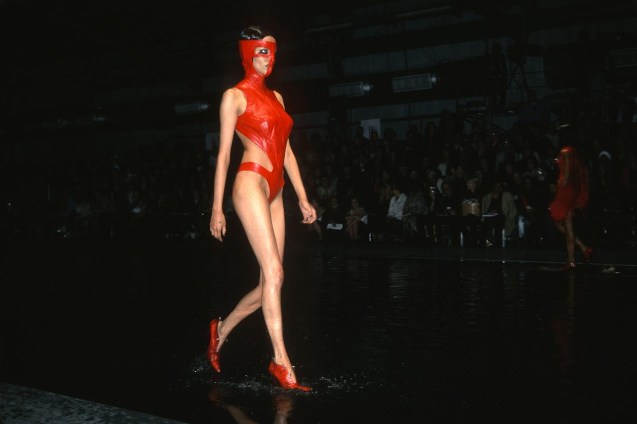 A model walks the runway of the Alexander McQueen spring/summer 2000 show during New York Fashion Week, September 1999. Photo courtesy of Getty Images.