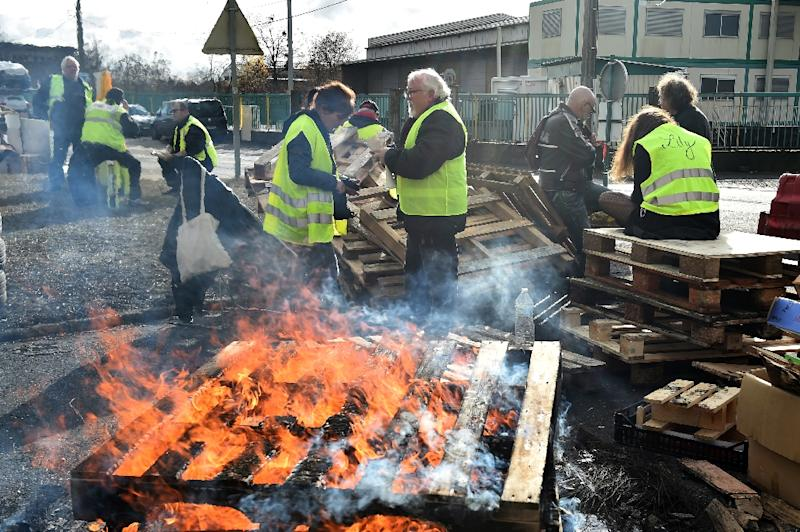 """Yellow vests"" blocked access to an oil depot in Le Mans on Tuesday. ""Emmanuel Macron is a little boy who's never been told 'you shouldn't do that'. The guy thinks he's God!"" one of them said (AFP Photo/JEAN-FRANCOIS MONIER             )"