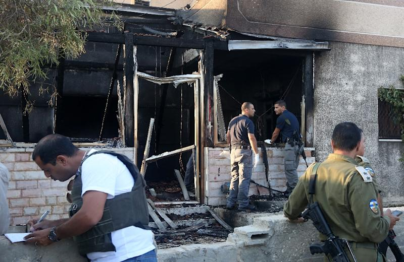 Israeli security forces inspect a Palestinian house burned down in the suspected arson attack by Jewish settlers in the West Bank village of Duma on July 31, 2015 (AFP Photo/Jaafar Ashtiyeh )