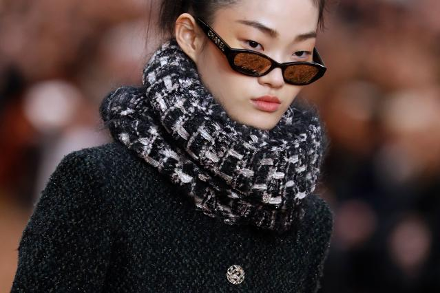"Chanel Fall 2018 includes infinity scarves, emblematic of the mid-2000s and ""basic"" style. (Photo: Getty Images)"