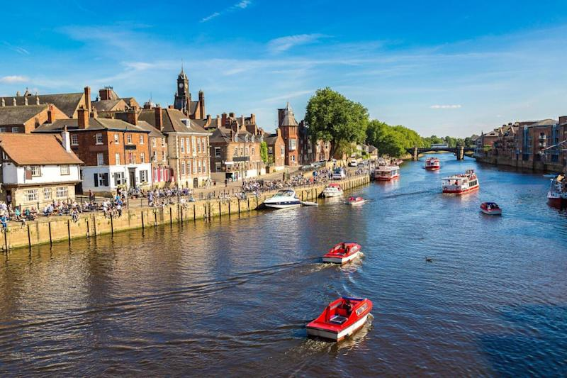 The River Ouse in York in North Yorkshire in a beautiful summer day, England (Shutterstock / S-F)