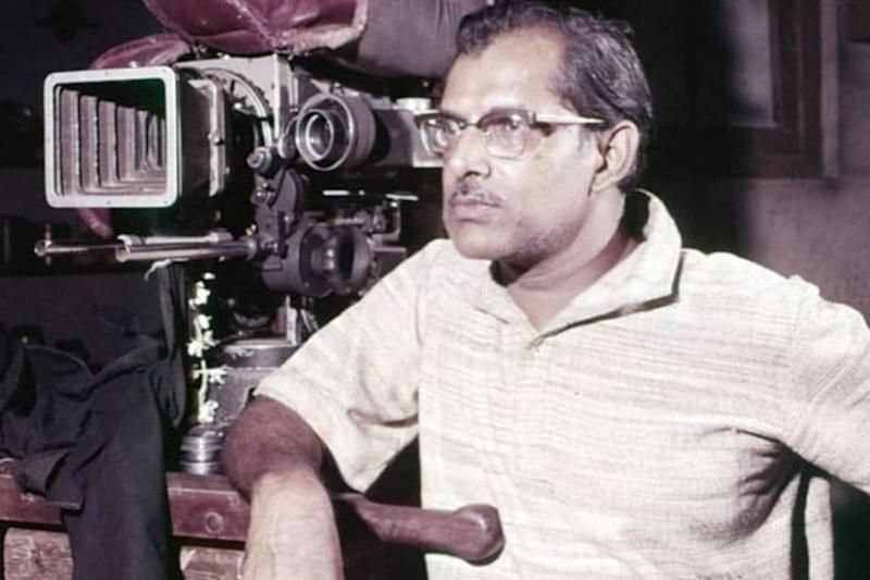 Hrishikesh Mukherjee Birth Anniversary: Looking Back at 5 of His Most Iconic Films
