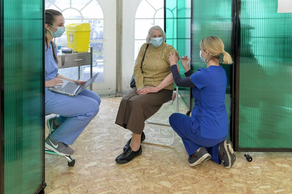 Elderly people are first to receive the vaccine (swns)