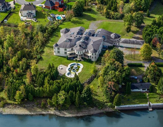 <p>This grand waterfront estate gives an unparalleled view of Montreal. (Listing via <span>Re/Max</span>) </p>