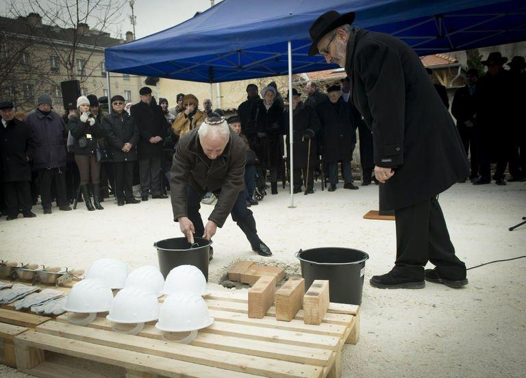 Jewish leader Gusztav Zoltai (L) and Rabbi Andras Kerenyi place a synagogue foundation stone on January 27, 2013