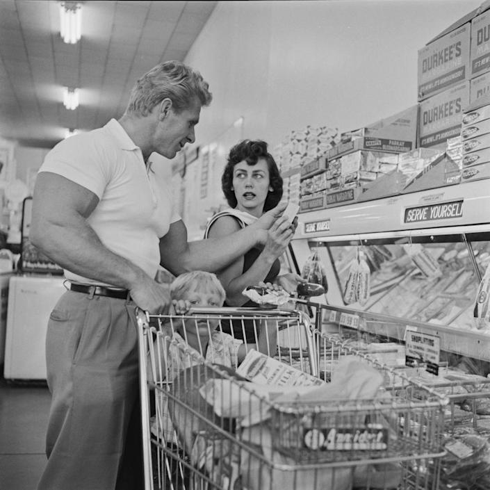 <p>American bodybuilder Jack Delinger and his family stock up on plenty of nutritious goods.</p>