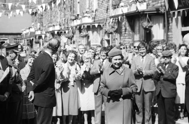 The Queen's previous visit to Coronation Street (Archive/PA)