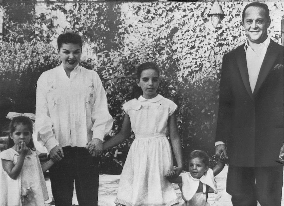 <p>In this casual photo, Judy posed with her children, Lorna, Liza and Joey, and her husband, Sid. </p>
