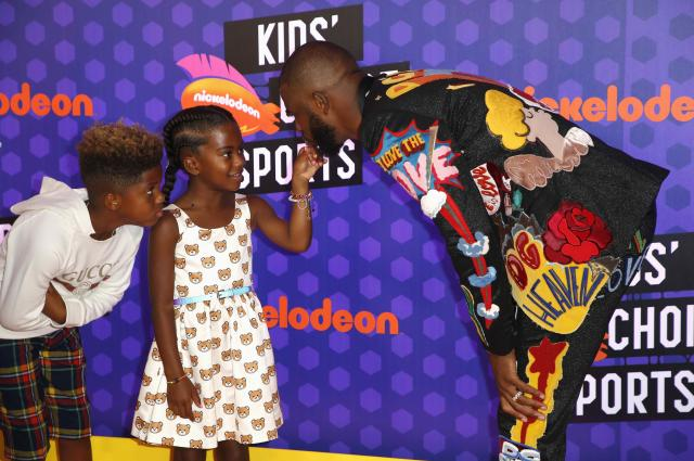 Kids Choice Sport Awards 2018 – Arrivals – Los Angeles, California, U.S., 19/07/2018. Houston Rockets NBA basketball player Chris Paul with children Camryn and Chris. REUTERS/Danny Moloshok
