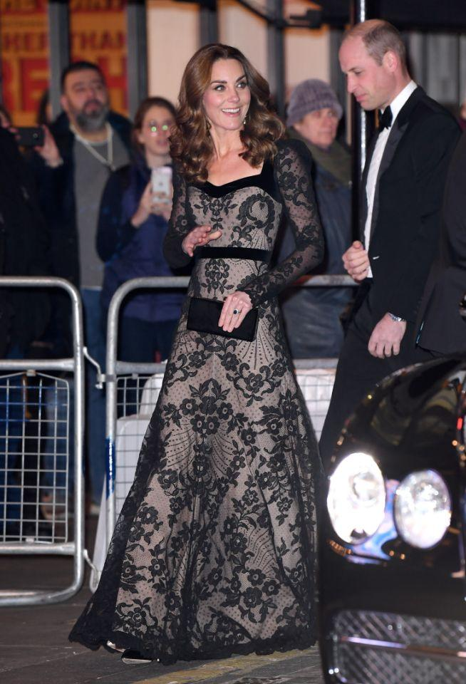 Kate Middleton verzauberte am Montagabend zur Royal Variety Performance in einem Spitzenkleid. Foto: Getty