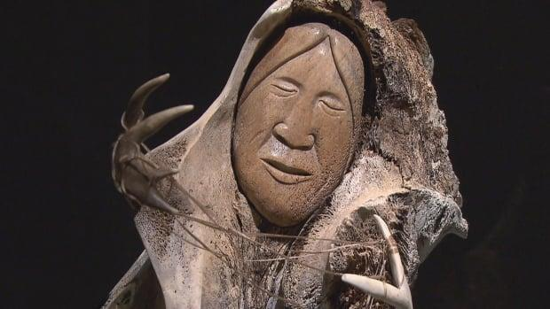Manasie Akpaliapik creates sculptures and carvings out of whale bones, caribou antlers or walrus ivory, among other materials. (Radio-Canada - image credit)