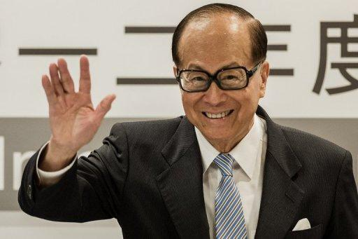 <p>Asia's richest man Li Ka-shing waves during a press conference in Hong Kong on August 2, 2012. A Vietnamese property developer who started out making noodles in Ukraine joined Li for the first time on Forbes magazine's world's billionaires list Monday.</p>