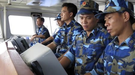 Crewmen aboard Vietnam coastguard ship 8003 monitor radar of Chinese ships in disputed waters close to China's Haiyang Shiyou 981, known in Vietnam as HD-981, oil rig in the South China Sea, July 15, 2014. REUTERS/Martin Petty