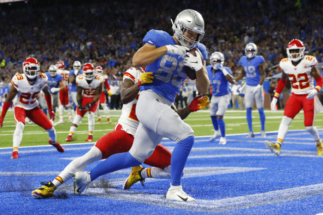 Detroit Lions tight end T.J. Hockenson (88) pulls in a 5-yard pass for a touchdown during the first half of an NFL football game against the Kansas City Chiefs, Sunday, Sept. 29, 2019, in Detroit. (AP Photo/Paul Sancya)