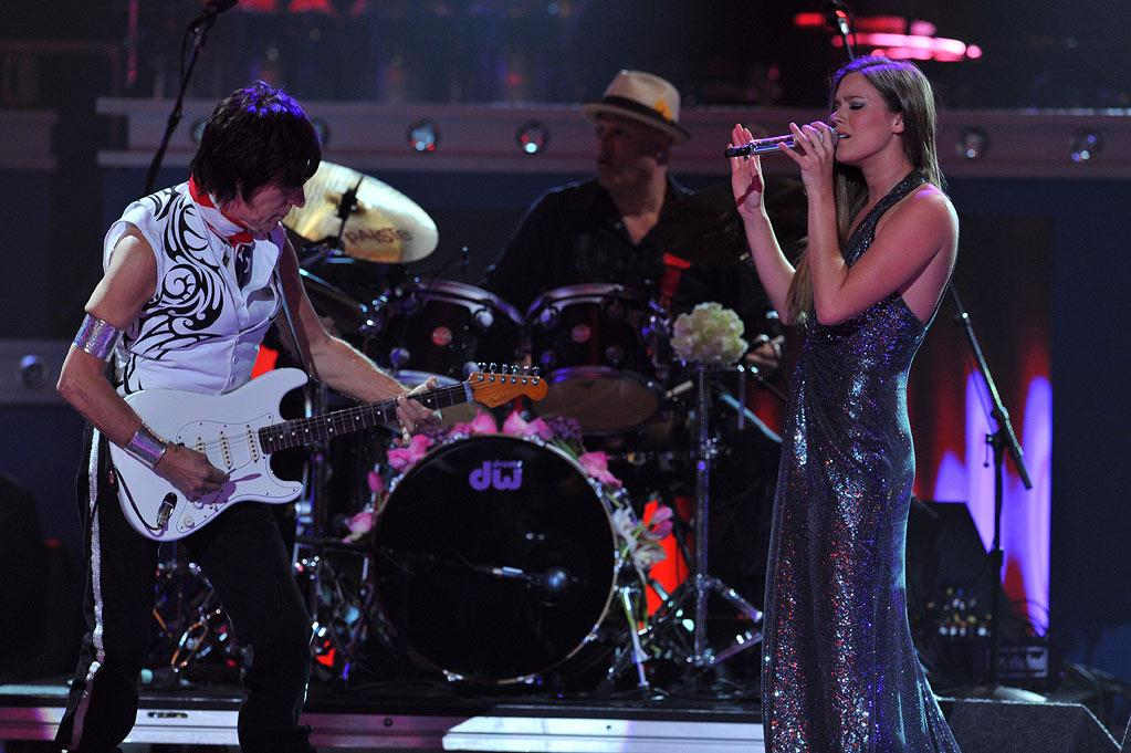 """Jeff Beck and Joss Stone perform on <a href=""""/american-idol/show/34934"""">""""Idol Gives Back.""""</a>"""
