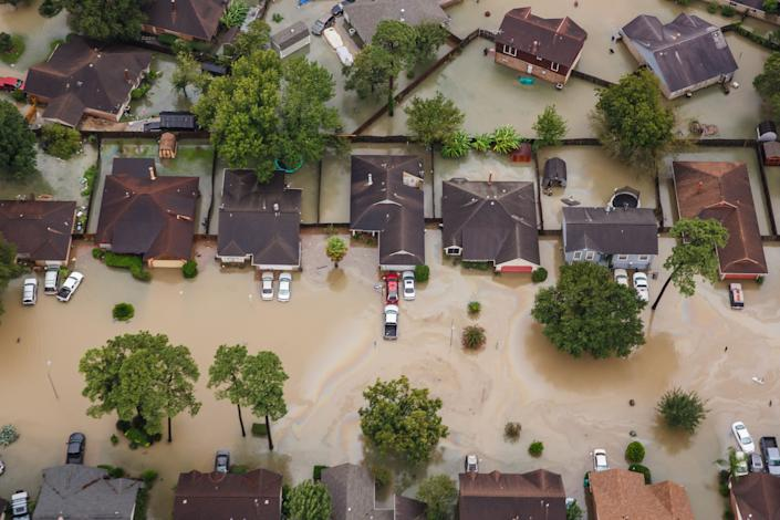 Residential neighborhoods in Houston near Interstate 10 sit in floodwater in the wake of Hurricane Harvey on Aug. 29, 2017. (Photo: Marcus Yam via Getty Images)