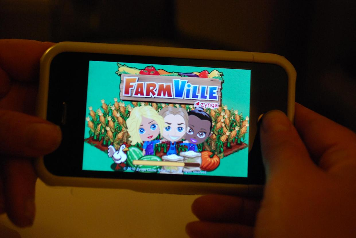 farmville for iphone arrives in the US, millions rejoice