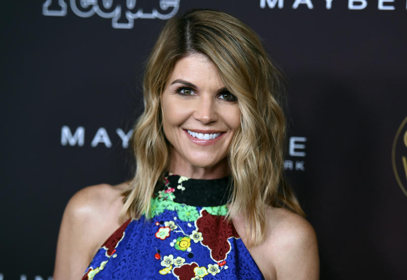 'Fuller House' Cast Subtly Address Lori Loughlin's Scam In Award Acceptance Speech