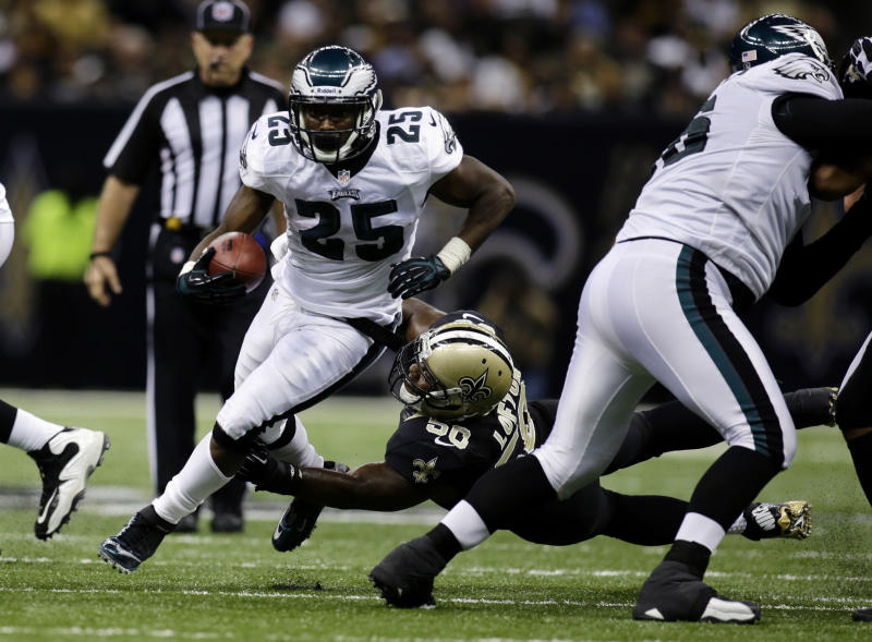 Philadelphia Eagles running back LeSean McCoy (25) carries past New Orleans Saints middle linebacker Curtis Lofton (50) during the second half an NFL football game at the Mercedes-Benz Superdome in New Orleans, Monday, Nov. 5, 2012. The Saints won 28-13. (AP Photo/Bill Haber)