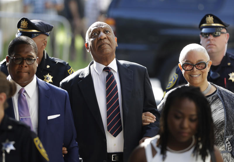 Cosby's wife arrives at court. Will either testify at sex assault trial?