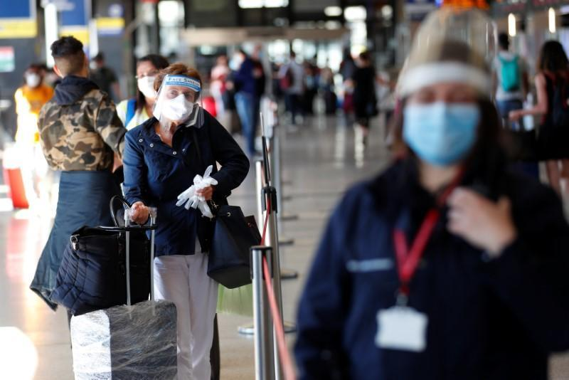 Italy allows free movement across the country following the coronavirus outbreak in Rome
