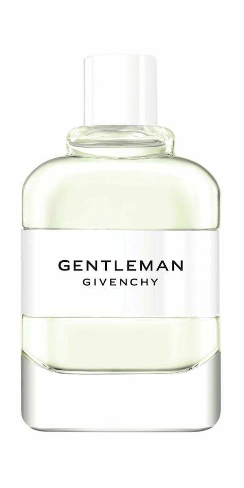 "<p><strong>Gentleman Cologne</strong>, de Givenchy, desde 55,95 €/100 ml en Amazon. <a class=""body-btn-link"" href=""https://www.amazon.es/dp/B07P4D42F2"" target=""_blank"">COMPRAR</a></p>"