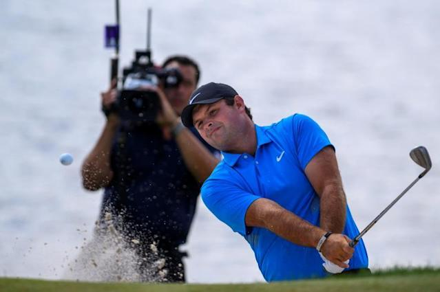 PGA golfer Patrick Reed of the US hits from a sand trap onto the fourth green during the fourth round of the Northern Trust golf tournament at the Liberty National Golf Club in Jersey City, New Jersey, USA, 11 August 2019. The tournament, which is the first event of the PGA Tourvïs FedEx Cup Playoffs, will be held from 08 August to 11 August. (Estados Unidos) EFE/COREY SIPKIN