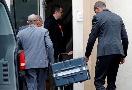 FILE PHOTO: Men unload a case containing the black boxes from the crashed Ethiopian Airlines Boeing 737 MAX 8 outside the headquarters of France's BEA air accident investigation agency in Le Bourget, north of Paris, France, March 14, 2019.   REUTERS/Philippe Wojazer/File Photo