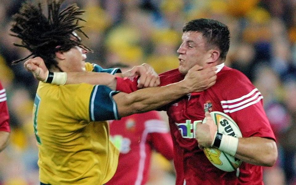 Martin Corry (R) up against George Smith in the 2001 Lions tour - AP