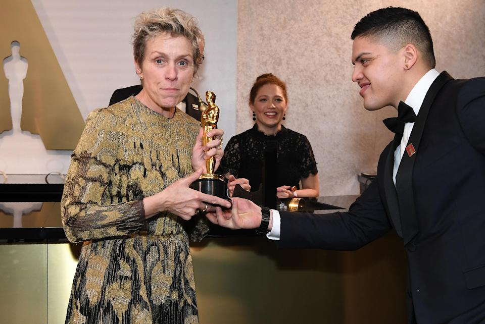 Frances McDormand poses with her Oscar after getting it engraved at the Governors Ball. (Photo: Angela Weiss/AFP/Getty Images)