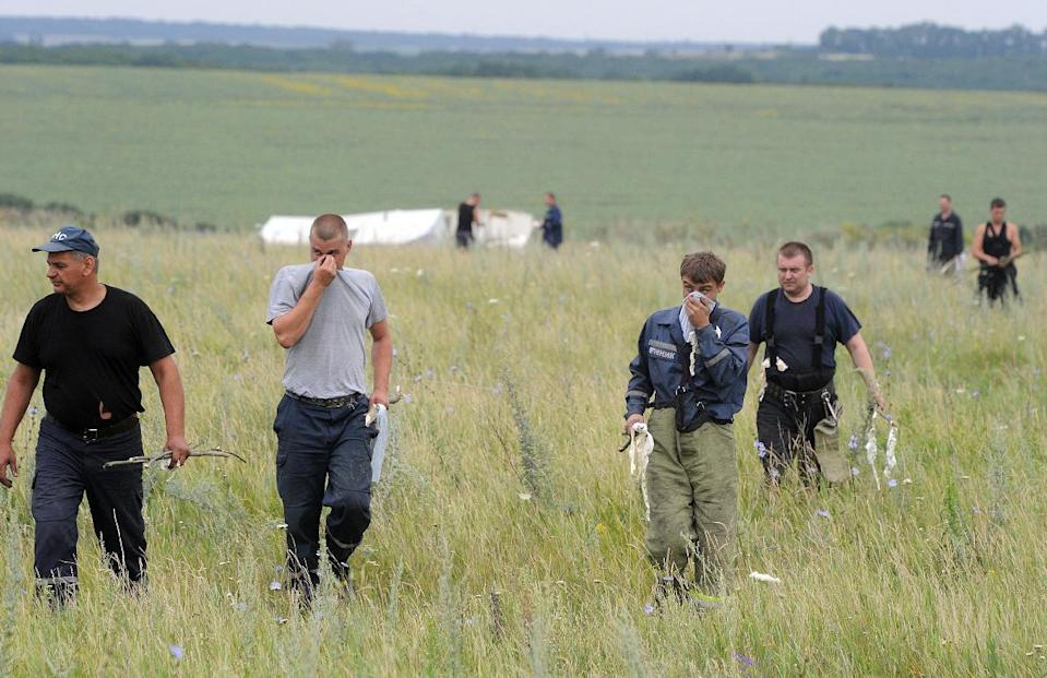 People search for bodies on July 18, 2014 at the site of the crash of a Malaysian airliner near the town of Shaktarsk, in rebel-held east Ukraine (AFP Photo/Dominique Faget)
