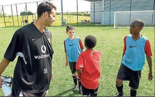 <p>Here's one of England's players speaking to Ryan Giggs during his time at Old Trafford. </p>